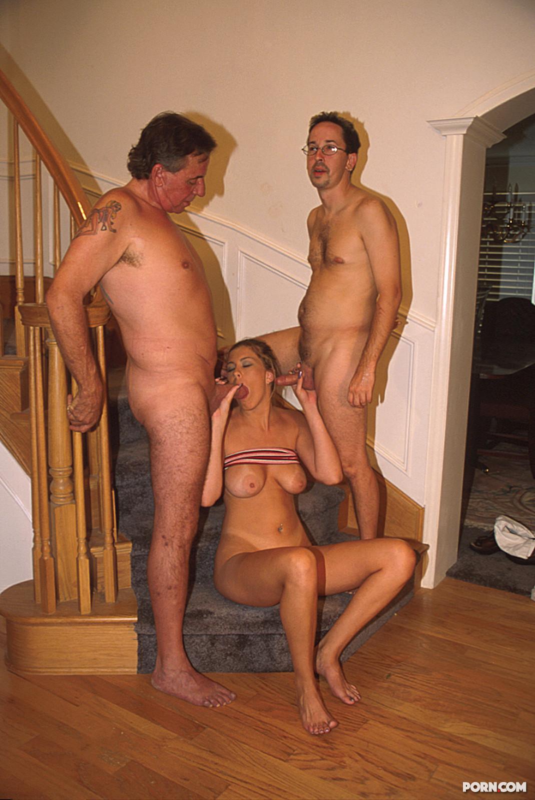Реальное групповое порно с жёнами 3 фотография