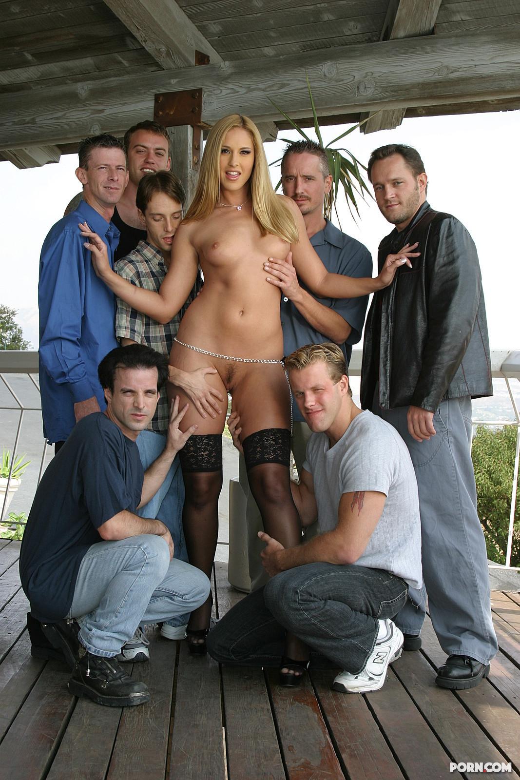 Порно с проституткой толпой