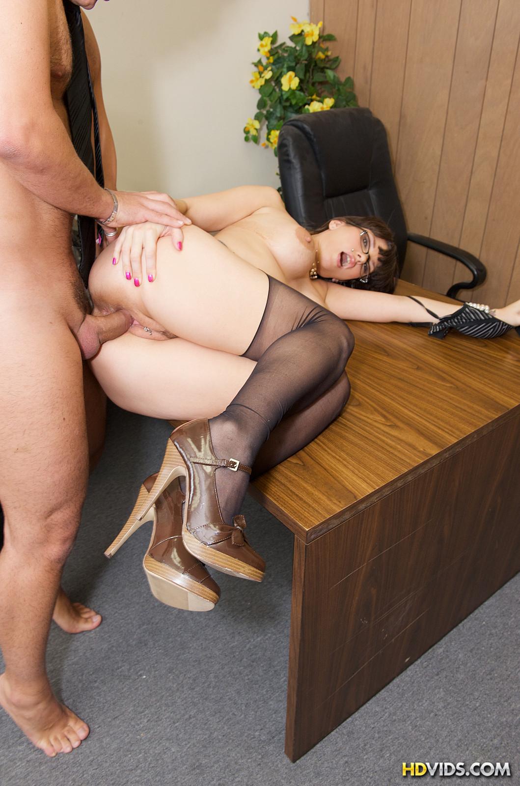 порно в офисе русское со зрелой