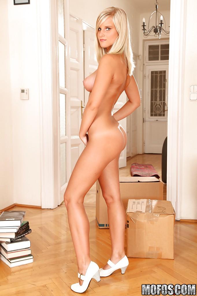 Скачать бесплатно фото голой порномодели эмма грин