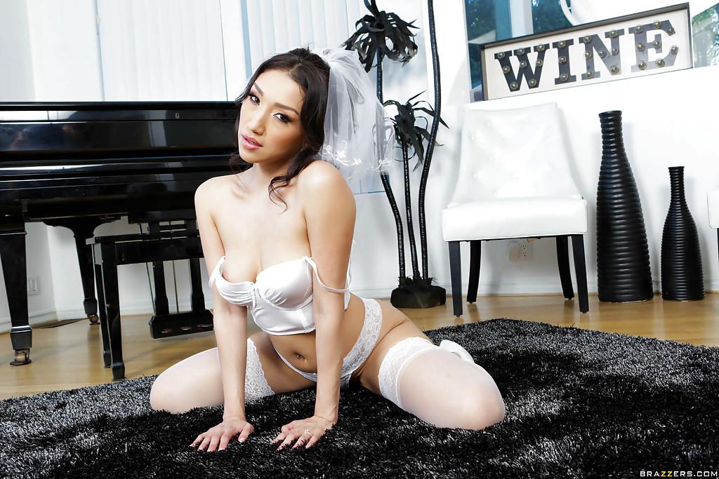 порно с невестой в чулках