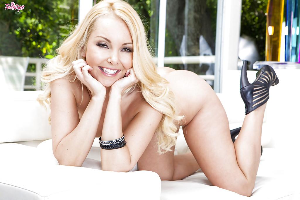 blonde-pornstar-getting