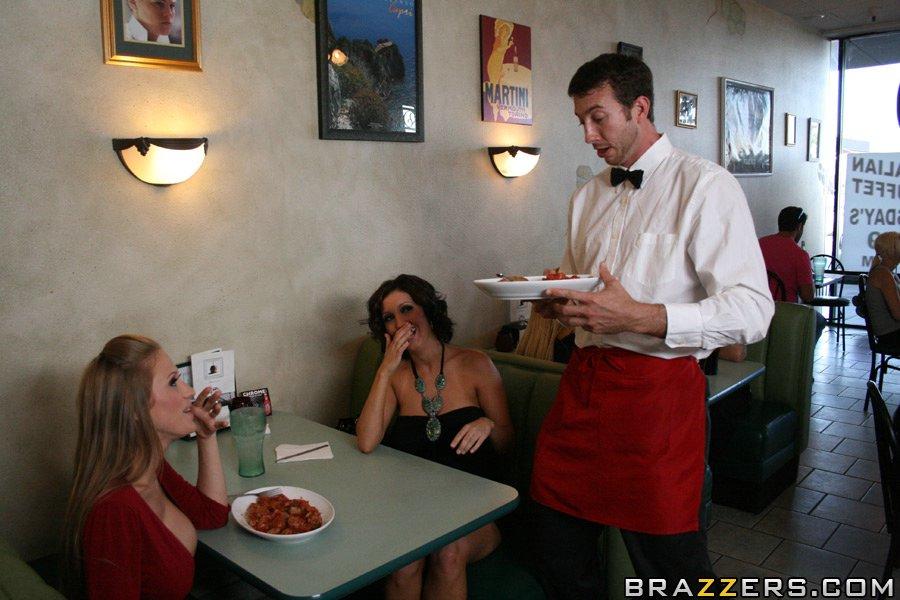 Групповое порно в ресторане с официантами, домашний секс азиаток онлайн